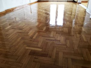deutero xeri gualisma τρίψιμο ξύλινου πατώματος Επισκευή και συντήρηση ξύλινου πατώματος 2xeri gualisma 300x225