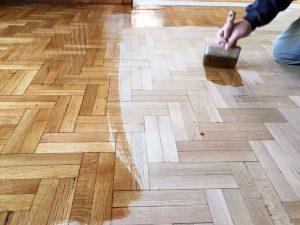 prwto xeri gyalisma xilinou patomatos τρίψιμο ξύλινου πατώματος Επισκευή και συντήρηση ξύλινου πατώματος prwto xeri gyalisma xilinou patomatos 300x225