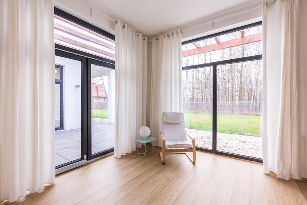 Φωτό big house with wooden floor PYL7V69