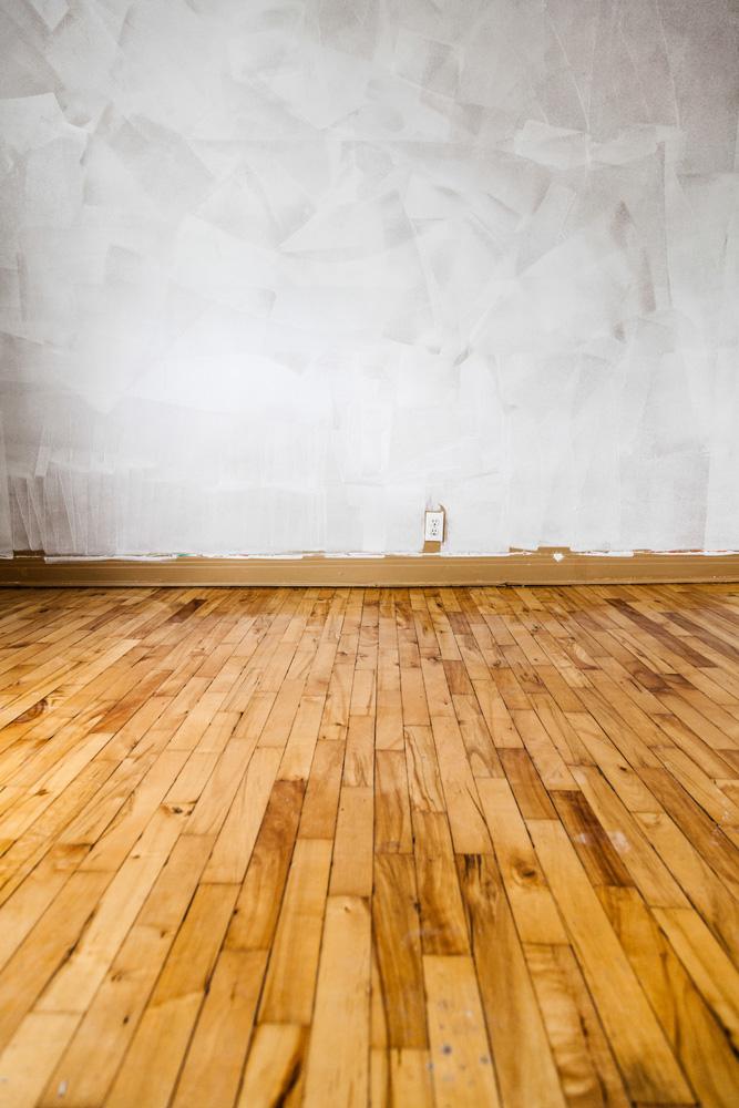 Φωτό empty floor and painted walls PDKNY96